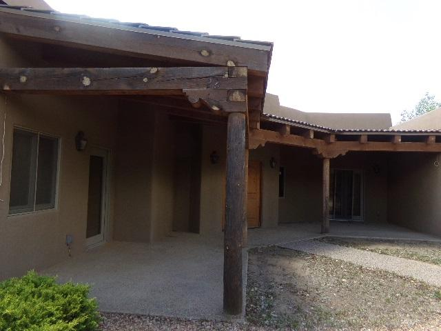 2422 Botulph, Santa Fe, NM 87505 (MLS #201803804) :: The Desmond Group