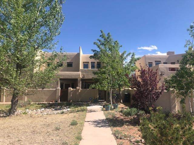 3140 La Paz, Santa Fe, NM 87507 (MLS #202102112) :: Summit Group Real Estate Professionals