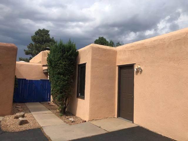 2806 Plaza Rojo, Santa Fe, NM 87507 (MLS #202103068) :: Summit Group Real Estate Professionals