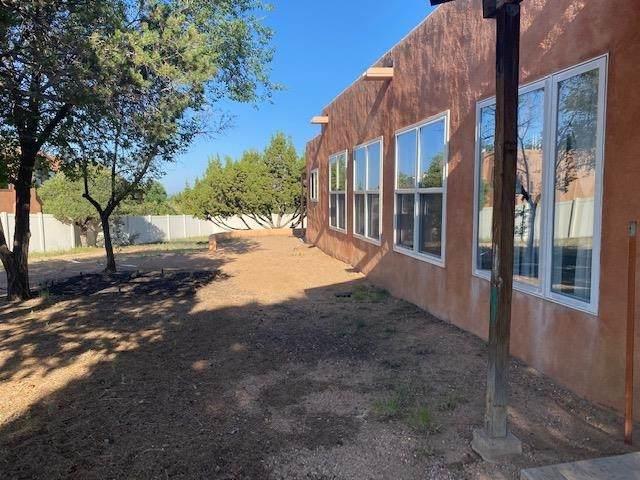 2638 N Via Caballero Del N, Santa Fe, NM 87505 (MLS #202104473) :: Stephanie Hamilton Real Estate