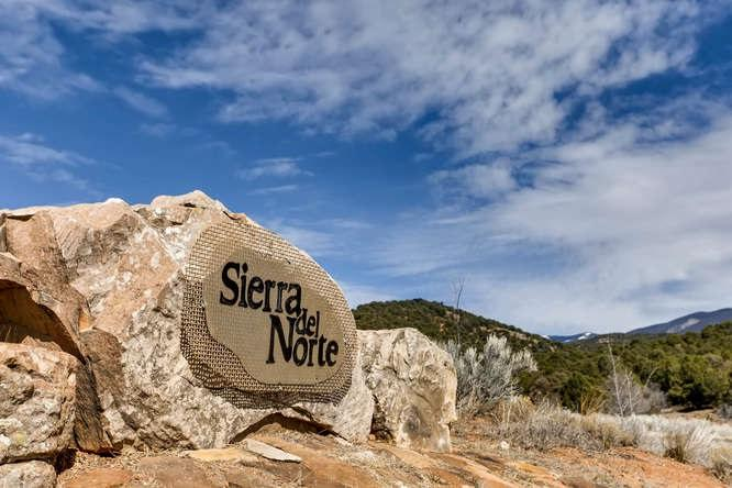 1060 Sierra Del Norte - Photo 1