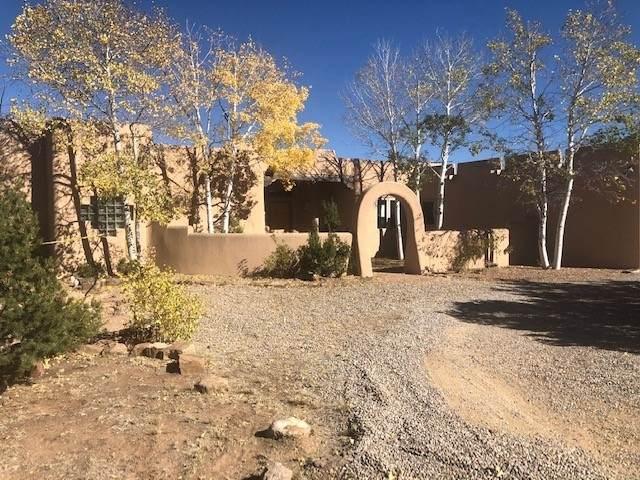 15 W Wildflower, Santa Fe, NM 87506 (MLS #202003925) :: Summit Group Real Estate Professionals
