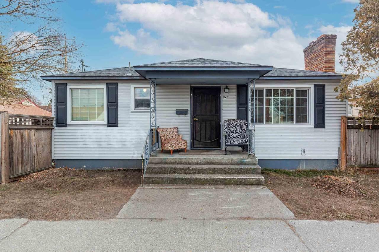 817 Wellesley Ave - Photo 1