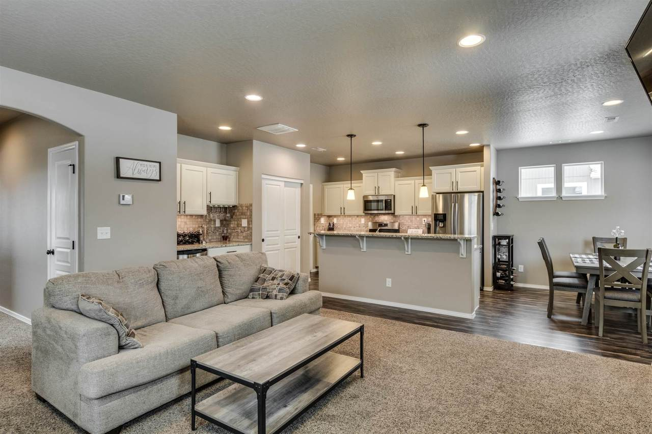 https://bt-photos.global.ssl.fastly.net/sarmls/1280_boomver_1_202111623-2.jpg