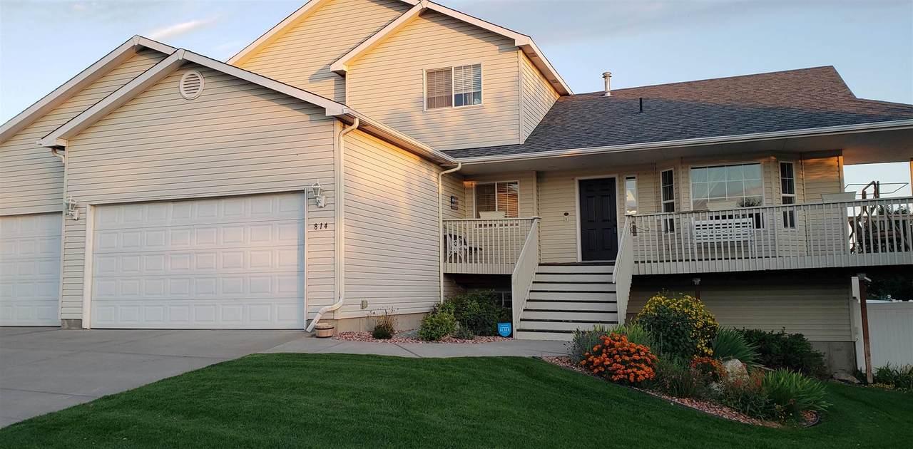 1015 Fox Ridge/ 814 Justin Ave, Ln - Photo 1