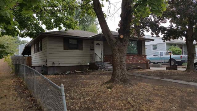 6112 N Maple St, Spokane, WA 99205 (#201724947) :: The Hardie Group