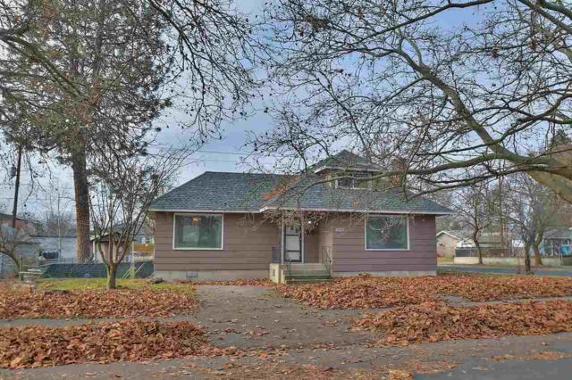 4227 N Cedar St, Spokane, WA 99205 (#201728097) :: The Spokane Home Guy Group