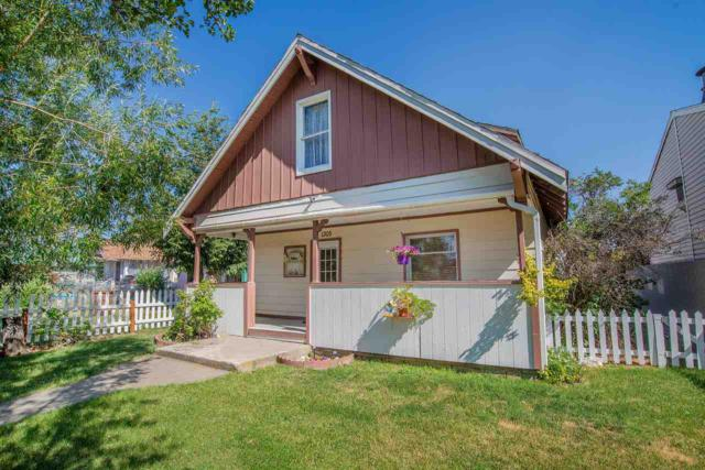 1305 E Crown Ave, Spokane, WA 99207 (#201821272) :: 4 Degrees - Masters