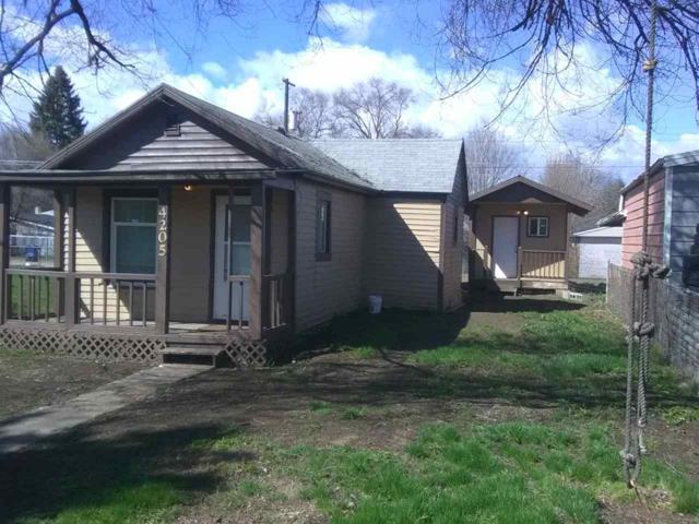 4205 N Crestline St, Spokane, WA 99207 (#201914115) :: Five Star Real Estate Group