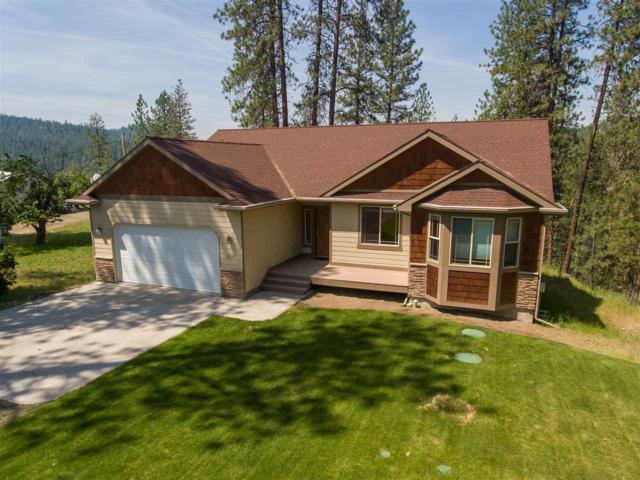 6491 Lakeview Dr, Nine Mile Falls, WA 99026 (#201918104) :: The Synergy Group