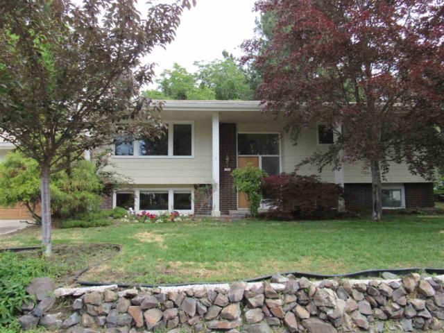 2704 W Dell St, Spokane, WA 99208 (#201918920) :: Top Spokane Real Estate