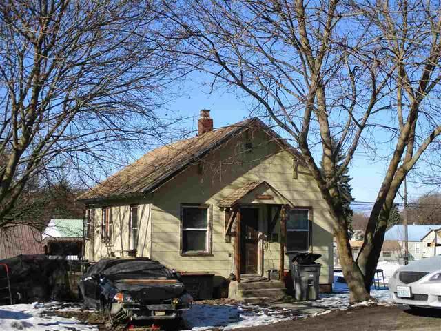 675 N Elm St, Colville, WA 99114 (#202011474) :: The Hardie Group