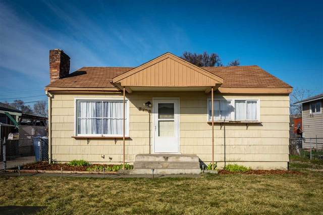 2733 N Regal St, Spokane, WA 99207 (#202013405) :: The Spokane Home Guy Group