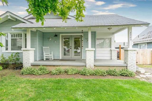 2203 E Rowan Ave, Spokane, WA 99207 (#202016057) :: Northwest Professional Real Estate
