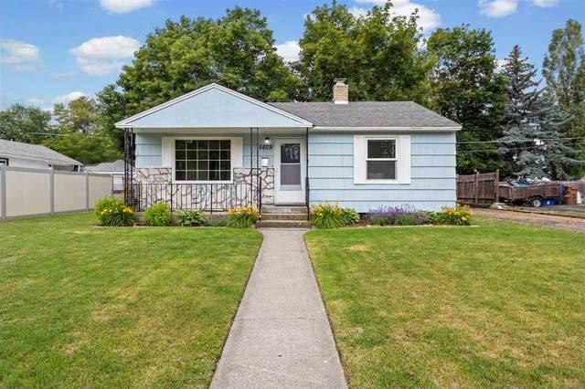 5609 N D St, Spokane, WA 99205 (#202018254) :: The Spokane Home Guy Group