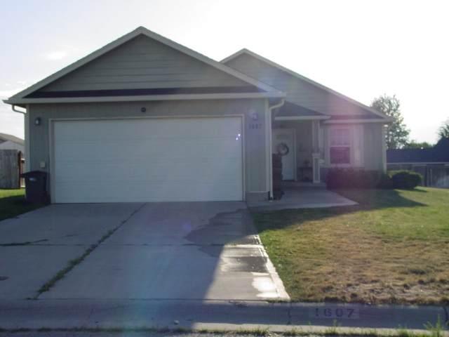 1607 E Laigo Ct, Deer Park, WA 99006 (#202018660) :: The Spokane Home Guy Group