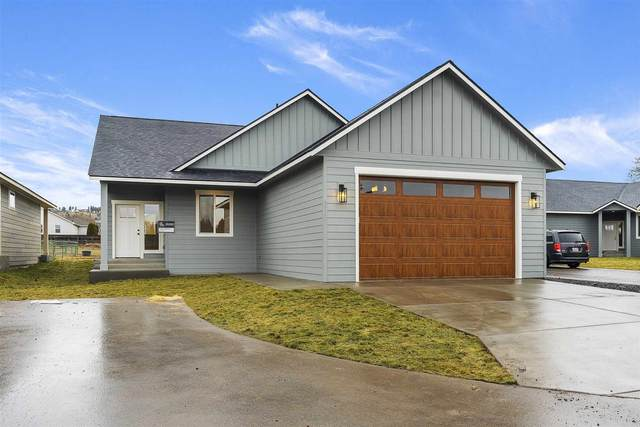 9717 E Walton Ln, Spokane, WA 99206 (#202110330) :: The Spokane Home Guy Group