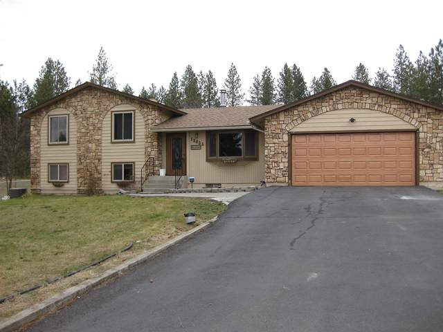 12522 W Sunnyvale Dr, Nine Mile Falls, WA 99026 (#202110791) :: The Spokane Home Guy Group