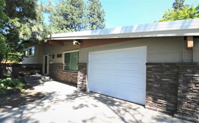 6814 N Wall St, Spokane, WA 99208 (#202117154) :: Bernadette Pillar Real Estate