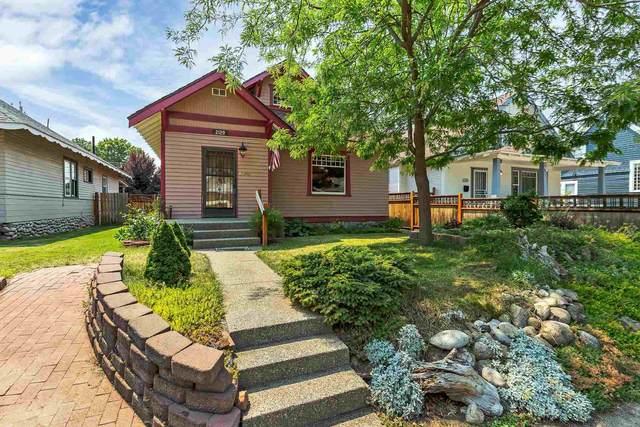 2129 W Maxwell Ave, Spokane, WA 99201 (#202118941) :: Bernadette Pillar Real Estate