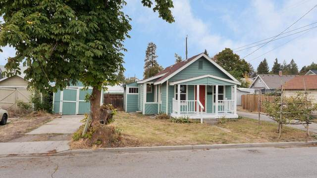 2811 N Oak St, Spokane, WA 99205 (#202122743) :: Bernadette Pillar Real Estate