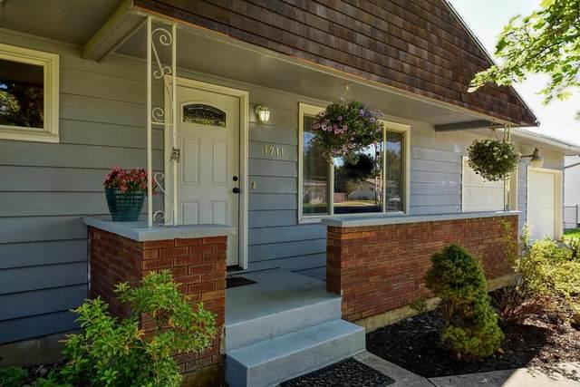 1711 S Bolivar Rd, Spokane Valley, WA 99037 (#202122928) :: Bernadette Pillar Real Estate