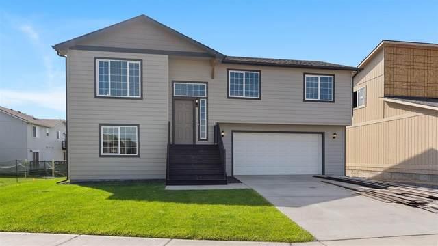 1851 W Lavender Ave, Spokane, WA 99208 (#202123051) :: Trends Real Estate