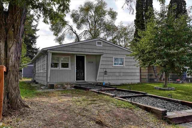1826 E 4th Ave, Spokane, WA 99202 (#202123948) :: Real Estate Done Right