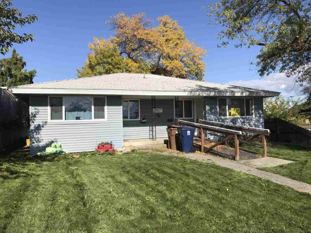2927 E Hoffman Ave, Spokane, WA 99207 (#202010878) :: The Spokane Home Guy Group
