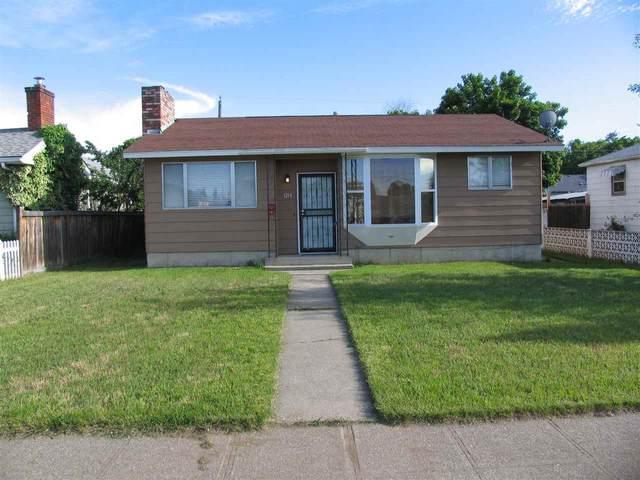 1214 E Hoffman Ave, Spokane, WA 99207 (#202011988) :: The Spokane Home Guy Group