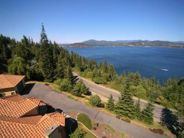 307 W Harbor View Dr, Coeur d Alene, ID 83814 (#201721974) :: 4 Degrees - Masters