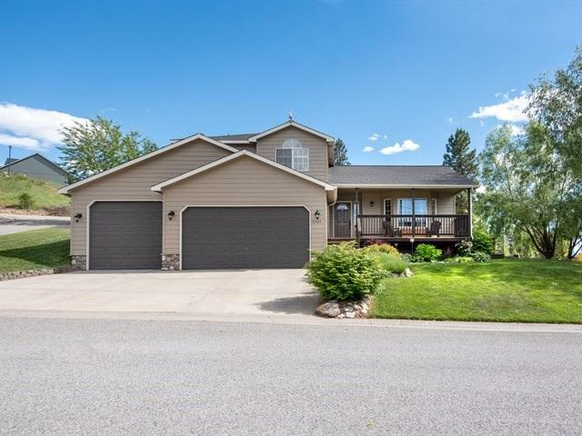 8304 E Bull Pine Ln, Spokane, WA 99217 (#201820634) :: Top Agent Team