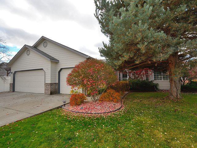 1715 N Mcmillan Ln, Greenacres, WA 99016 (#201826825) :: The Spokane Home Guy Group