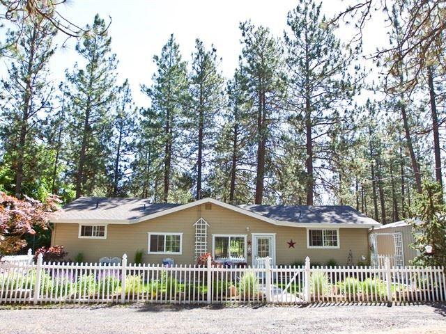 7903 S Carnation Rd, Spokane, WA 99224 (#201918216) :: The Hardie Group