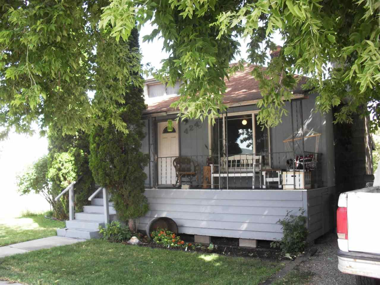 424 3rd Ave - Photo 1