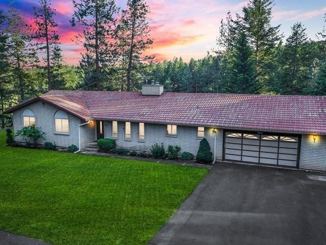 24511 N Lords Ln, Chattaroy, WA 99003 (#201920980) :: The Spokane Home Guy Group