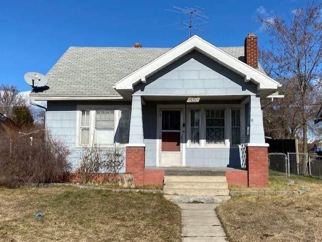 2025 E Courtland Ave, Spokane, WA 99207 (#202011904) :: The Spokane Home Guy Group