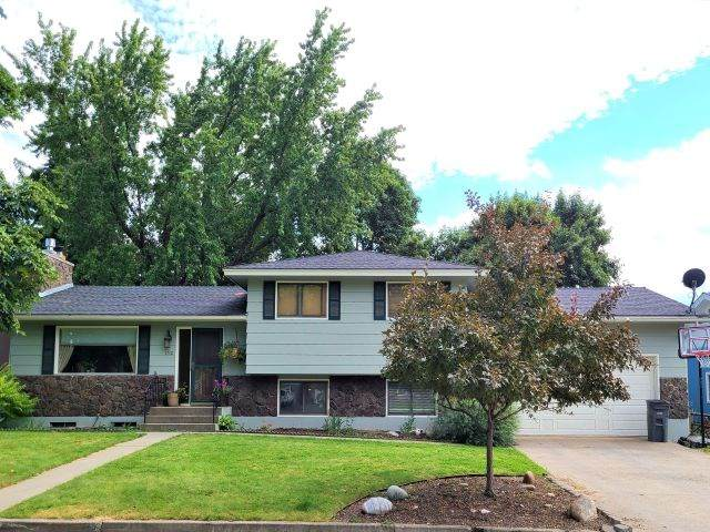 1730 E Ivy Ave, Colville, WA 99114 (#202020139) :: The Spokane Home Guy Group