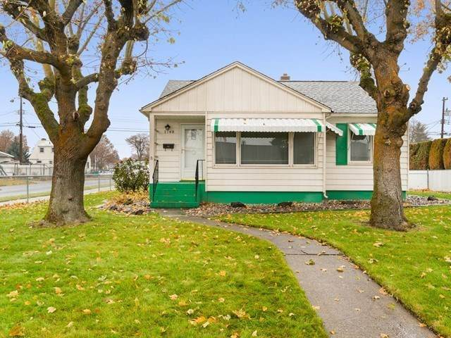 1748 N Nelson St, Spokane, WA 99207 (#202025018) :: The Hardie Group