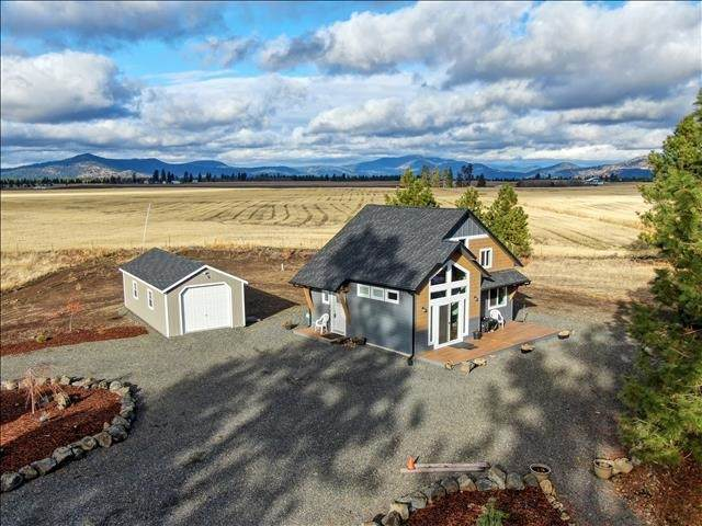 19820 W Johnson Ln, Nine Mile Falls, WA 99026 (#202025097) :: The Spokane Home Guy Group