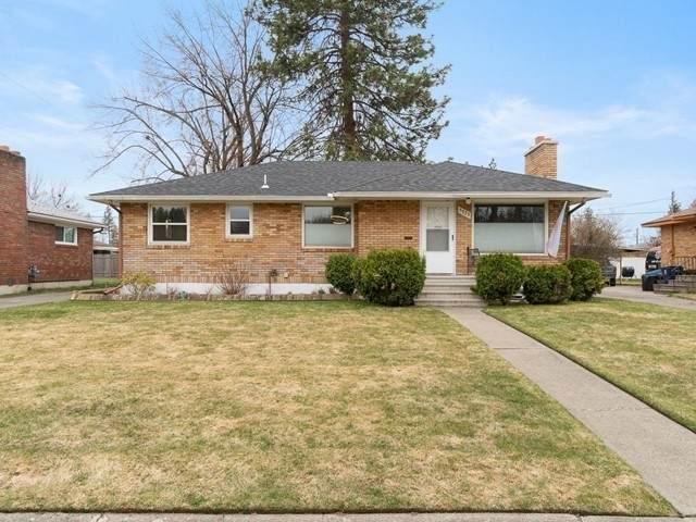 5733 N Alameda Blvd, Spokane, WA 99205 (#202113733) :: The Hardie Group