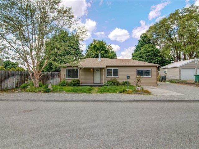 4203 N Silas Rd, Spokane Valley, WA 99216 (#202117055) :: The Synergy Group