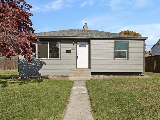 611 E Walton Ave, Spokane, WA 99207 (#202124182) :: The Hardie Group