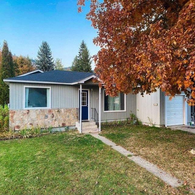 305 E 8th Ave, Kettle Falls, WA 99141 (#202124356) :: The Spokane Home Guy Group