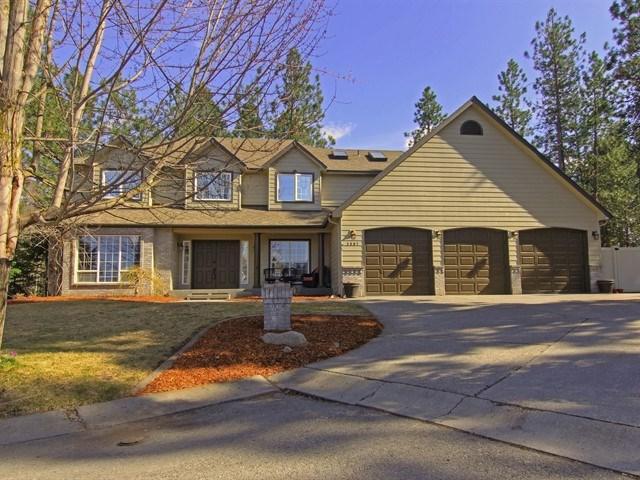 3907 E Bellerive Ln, Spokane, WA 99223 (#201912410) :: THRIVE Properties