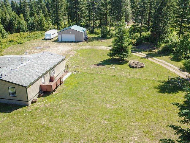 9718 E Ruff Ln, Chattaroy, WA 99003 (#201918010) :: The Spokane Home Guy Group