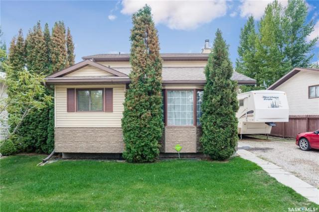 922 Kingsmere Boulevard, Saskatoon, SK S7J 4V9 (MLS #SK747877) :: The A Team