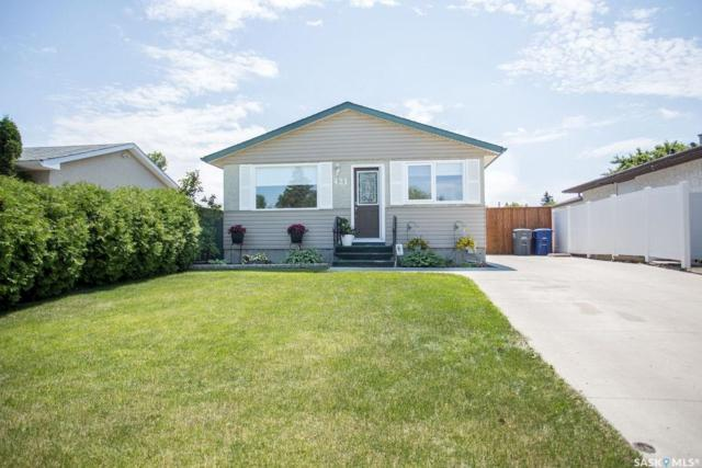 421 St Laurent Crescent, Saskatoon, SK S7L 4X3 (MLS #SK779705) :: The A Team