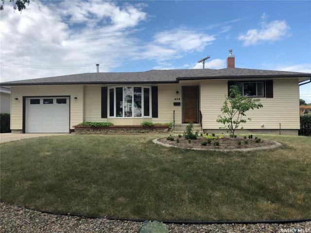 454 3rd Avenue SE, Swift Current, SK S9H 3K8 (MLS #SK782759) :: The A Team