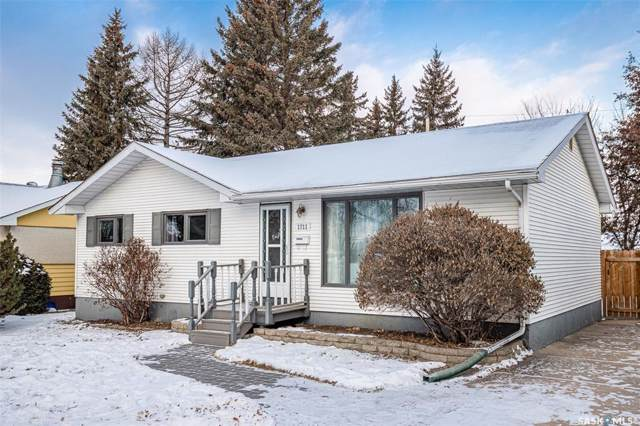 1711 Wilson Crescent, Saskatoon, SK S7J 2N6 (MLS #SK794043) :: The A Team